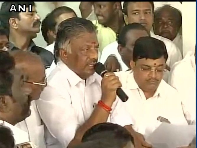 Top AIADMK leader switches to Panneerselvam's camp