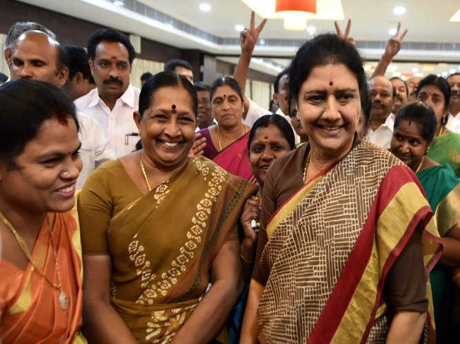 AG for TN floor test in 1 week, Sasi says OPS playing into DMK hand