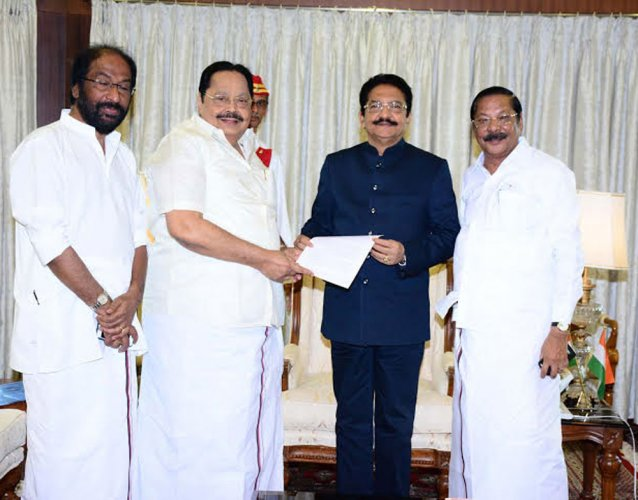 DMK delegation meets Governor, demands dismissal of government