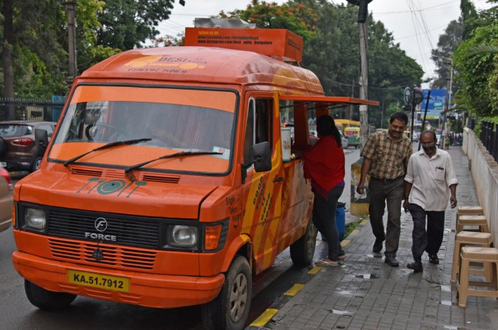 Mobile Indira canteens have it easy, but food trucks struggle