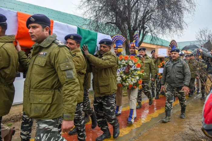 Srinagar: CRPF personnel carry the mortal remains of inspector Pinto Kumar Singh and Ct Vinod Kumar, who were killed in an encounter with militants at Babagund area in Langate of frontier Kupwara District of North Kashmir, after their wreath laying ceremo