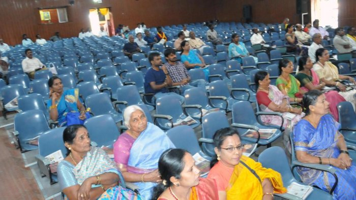 The state-level women's literary conference organised at Kuvempu Kalamandira on Sunday witnessed poor participation of delegates.
