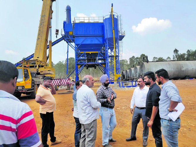 MP Prathap Simha interacts with the representatives of Dilip Buildcon Company and NHAI officials after inspecting the work on 10-lane highway between Mysuru and Bengaluru, in Mysuru on Sunday.