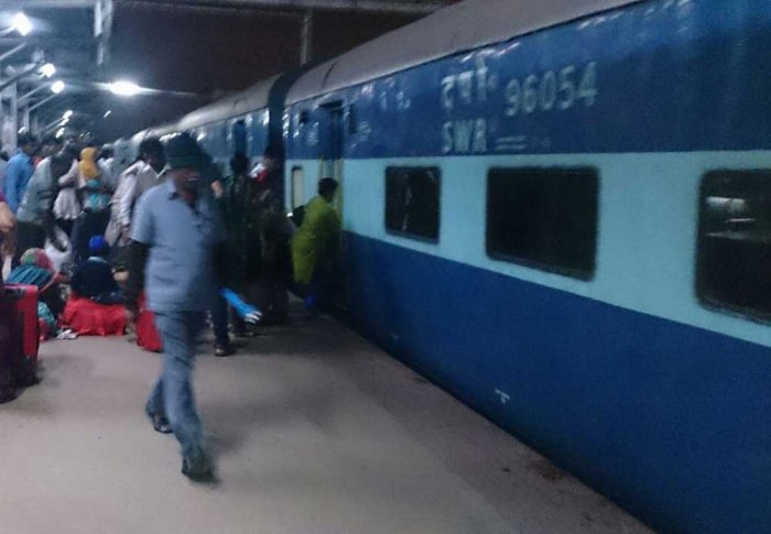 At least25trainswerecancelledand seven others diverted on Tuesday as protesting farmers blocked railway tracks in Punjab's Amritsar, a Northern Railways statement said. DH file photo