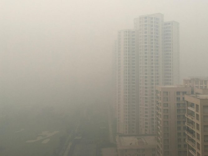Residential buildings are seen shrouded in smog in Noida on the outskirts of New Delhi, India on November 5, 2018. (REUTERS)