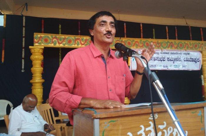 Rainwater harvesting expert N J Devaraja Reddy speaks at a seminar on 'Water Harvesting, Groundwater Preservation and Uses' at the 70th Shivanubhava Sammelana organised by Shivadhwaita Tatwa Prachara Kendra in Giriyapura in Birur.