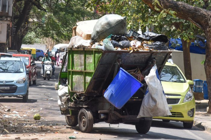 Garbage trippers in Bengaluru. Photo by S K Dinesh