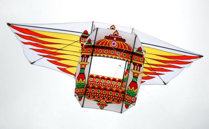A kite of Team Mangalore designed like the Pushpak Vimana for the Third Aspire International Kite Festival at Doha, Qatar.