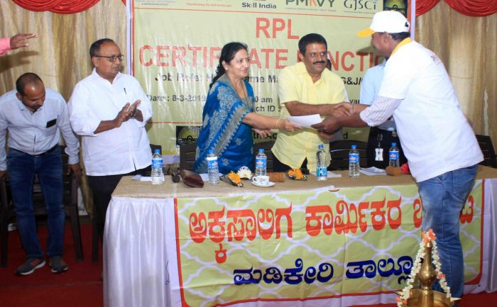 MLC Veena Acchaiah and MLA Appachu Ranjan hand over a certificate to a craftsman who underwent training conducted by the Skill Development and Entrepreneurship Ministry under the Central government, during a programme in Madikeri on Friday.