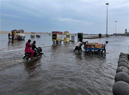 Heavy rains lash Tamil Nadu;  death toll reaches 188