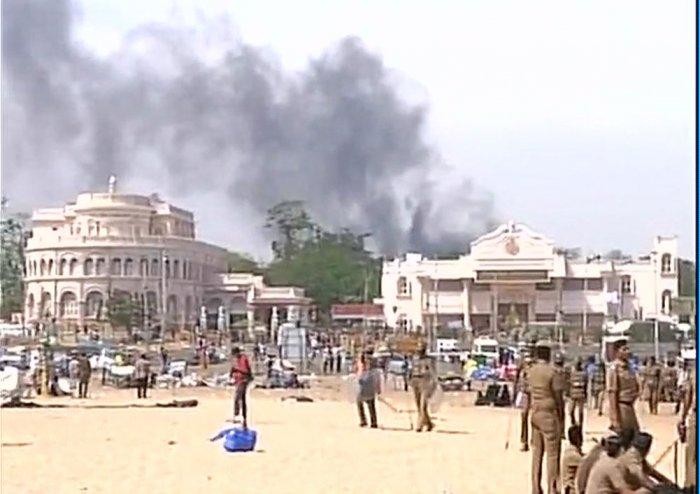 Jallikattu protest turns violent, Police Station set on fire