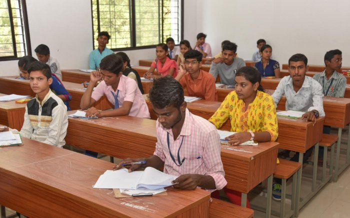 Students appearing for First language at SSLC exam at Government PU College in Kalaburagi. - DH Photo/ Prashanth HG
