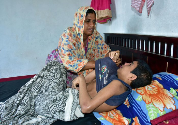 Endosulfan victim Mohammed Anees passed away a week ago with the family's request for water bed never fulfilled by the Health Department.
