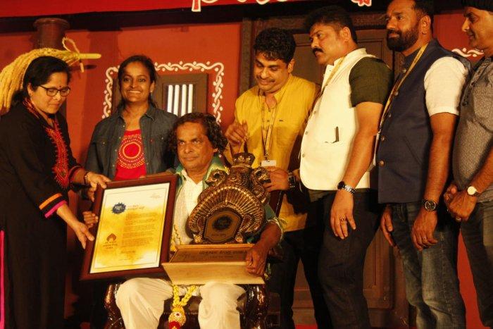 Guru Bannanje Sanjeeva Suvarna, principal of Yakshagana Kendra receives 'Kireeta Prashasti'.
