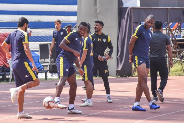 NorthEast United FC players train at the Sree Kanteerava Stadium on Sunday. DH PHOTO/SK DINESH