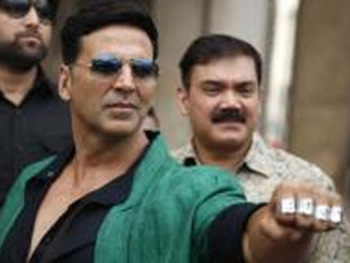 Lacked guts to ask Rajinikanth his contact number: Akshay
