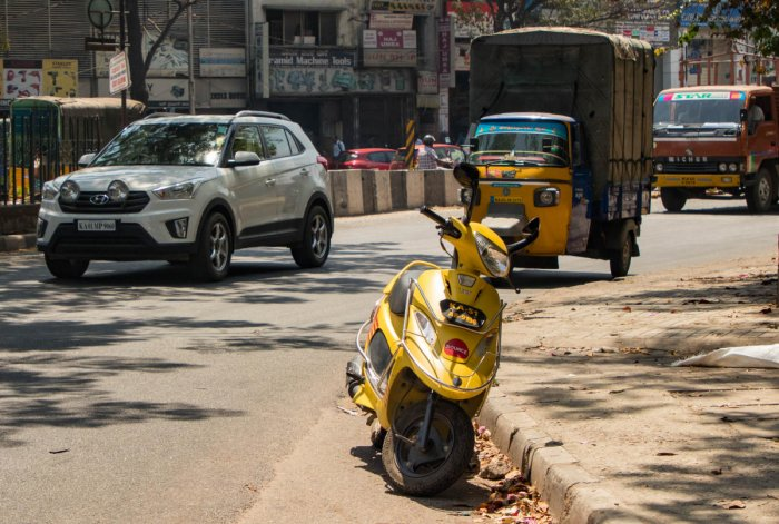 A bike taxi parked in a turn near the Corporation Circle in Bengaluru on Tuesday. DH Photo/Sudheesha K G