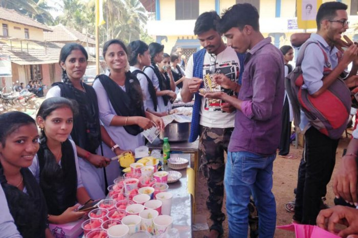 Students sell fruits and a variety of juices at Byndoor.