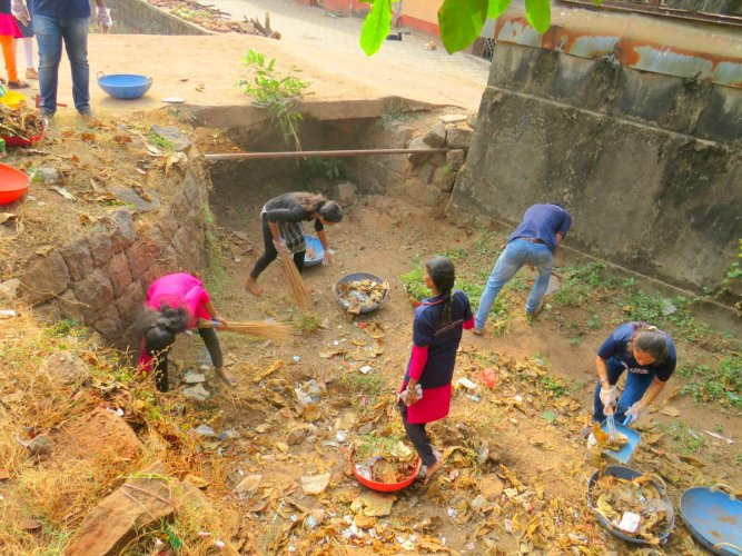 Volunteers take part in the 14th cleanliness drive under the fifth phase of Swachhata Abhiyan conducted by Ramakrishna Mission at Jeppu in Mangaluru on Sunday.