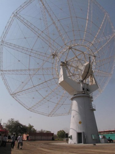 A giant meter wave radio telescope