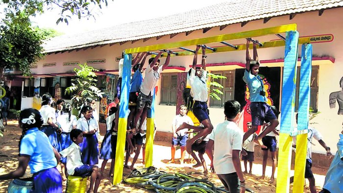 Play materials at the Government Higher Primary School (Fisheries) at Chitrapura, Kulai, have been prepared using scrap materials.