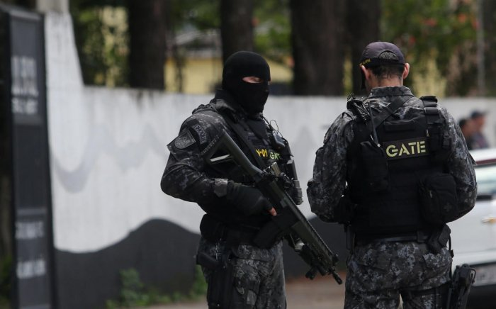 Policemen are seen at the Raul Brasil school after a shooting in Suzano, Sao Paulo state, Brazil March 13, 2019. REUTERS/Amanda Perobelli