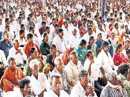Parameshwara plays dalit card, CM woos Yadavas