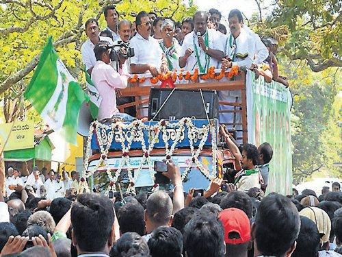 Kumaraswamy continues his 'tear' campaign