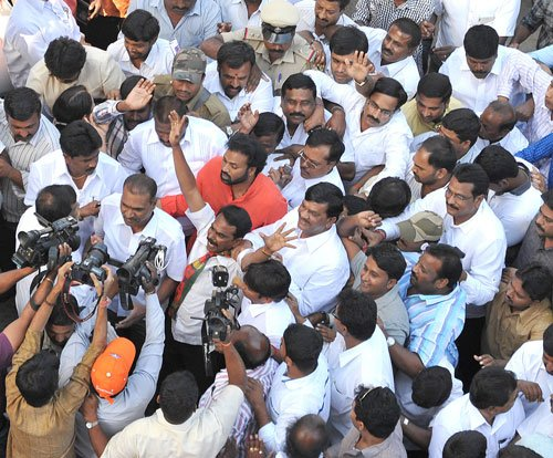 Kumaraswamy, Sriramulu, Poojary enter fray in Karnataka