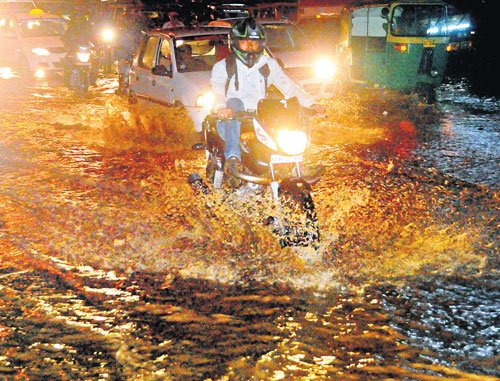 Sudden evening rain causes traffic gridlock in City