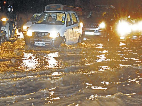 Rain throws life out of gear in City