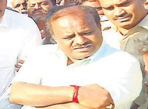 HDK condemns govt over farmer's suicide