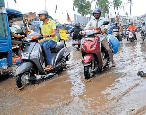 Rain, waterlogging, tree falls  affect traffic across Bengaluru