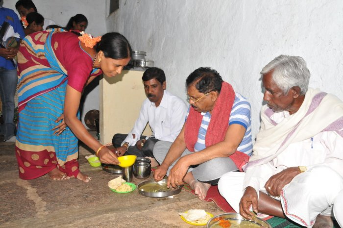 KPCC President Parameshwara's rural sojourn at dalit's house