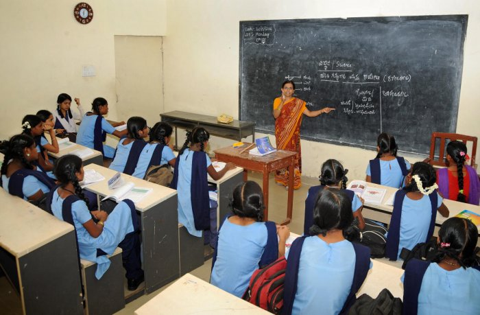 Chief minister H D Kumaraswamy announced that English medium would be introduced in 1,000 government schools, to begin with. DH File Photo for representation.