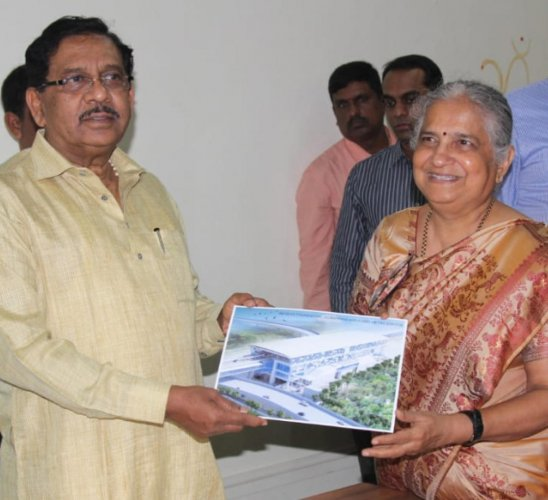 Infosys Foundation chairman Sudha Murthy presents a sketch of the upcoming metro station to Deputy Chief Minister G Parameshwara on Monday.