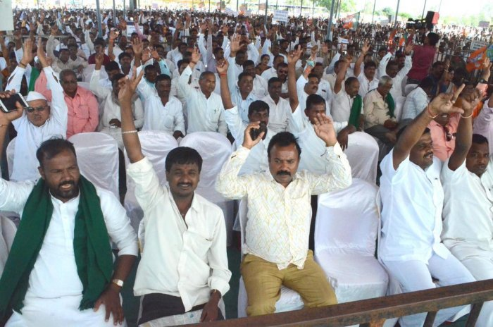 A section of the people at the farmers' rally organised by the BJP in Belagavi on Monday. dh photo