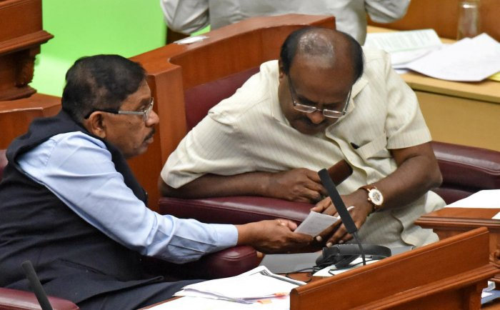 CONSULTATION TIME: Chief Minister H D Kumaraswamy and Deputy Chief Minister G Parameshwara share a word during the Assembly session at Suvarna Vidhana Soudha in Belagavi on Tuesday. DH Photo/M SManjunath