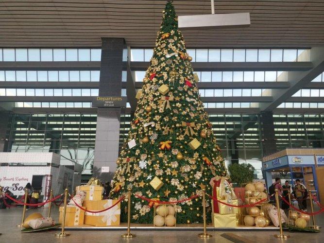 An illuminated Christmas tree at the city airport.