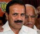 Gowda calls on Yeddyurappa at hospital
