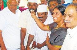 Fans celebrate Siddaramaiah's 65th birthday