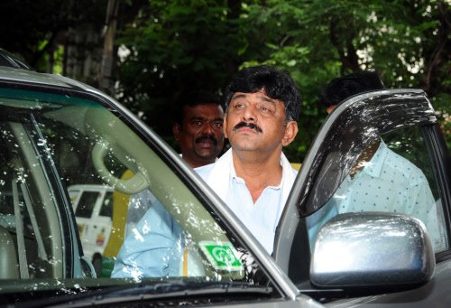 Sting goes awry, two TV9 scribes held for 'bribing' DKS