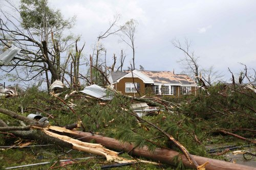 Violent weather in US kills at least 29