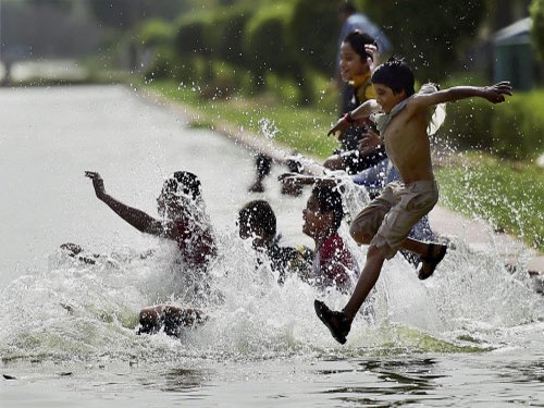 North sizzles under record melting heat wave
