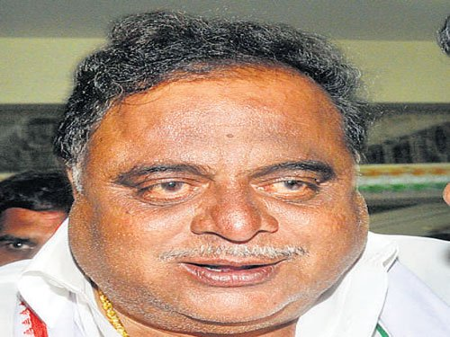 Governor's sanction sought to prosecute minister Ambareesh over medical bills