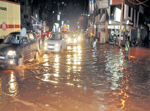 Pre-monsoon rain lashes North Karnataka, Madikeri