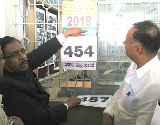 Cong calendar for 2018 polls out, but HDK predicts early elections