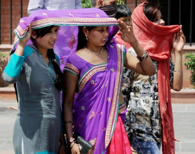 Blistering heat persists in parts of country, rains in some places