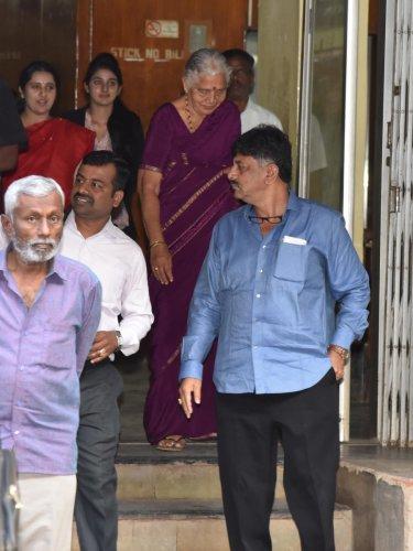I T Raids Taxmen Grill Dks Kin On Source Of Their Assets Deccan Herald