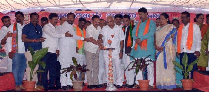 Congress government looting people, says Yeddyurappa